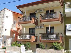 Malamatenia Apartmanház (#Sarti, #Görögország) #apartman #szállás #greece #halkidiki Apartments, Greece, Mansions, House Styles, Home, Greece Country, Manor Houses, Villas, Ad Home