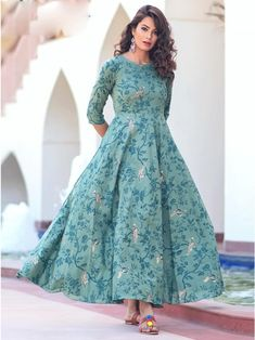 Delectable green maslin digital printed gown online available at Inddus.com. Shop this alluring gown for upcoming parties and grand events. Stylish Dresses, Women's Fashion Dresses, Casual Gowns, Casual Frocks, Abaya Fashion, Ethnic Fashion, Indian Fashion, Pola Lengan, Long Dress Design