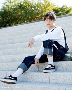 Stray Kids - I.N photoshoot by Naver x Dispatch. Jooheon, Korean Boy, Korean Style, Felix Stray Kids, Wattpad, Herren Outfit, Kids Wallpaper, Lee Know, Fan Fiction