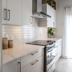& & & & White cabinet in contemporary design and pure with hutch mlamine, imitation wood Kitchen Reno, Kitchen Backsplash, Kitchen Remodel, Kitchen Cabinets, Melamine Cabinets, Compact Kitchen, Space Interiors, Küchen Design, Modern Kitchen Design