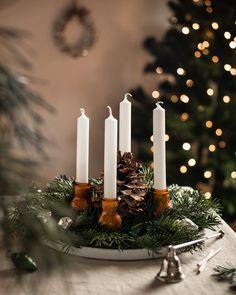 #advent #adventskranz #adventskranzideen #adventsdeko #weihnachtsdeko #christmasdecor #christmas #christmasdecorating #christmasdecorideas Candles, Pictures, Candy, Candle Sticks, Candle