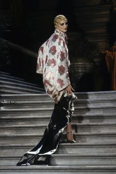 Christian Dior Spring 1998 Couture Fashion Show Dior Haute Couture, Christian Dior Couture, Couture Fashion, Runway Fashion, Fashion Show, Christian Siriano, Fashion Fashion, Vintage Fashion 1950s, Vintage Couture