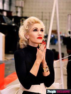 Gwen Stefani's Settle Down Hair Look - Celebrities Female Gwen Stefani Hair, Gwen Stefani No Doubt, Gwen Stefani And Blake, Gwen Stefani Style, Gwen Stephanie, Gwen And Blake, Hollaback Girl, Grunge Hair, Up Girl