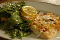 Sajtos, joghurtos hal, balzsamecetes kevert salátával