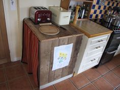 An attempt to disguise a chest freezer inside a cupboard made from an old pallet. Basic Kitchen, New Kitchen, Kitchen Decor, Kitchen Design, Kitchen Ideas, Campervan Furniture, Chest Freezer, Rooster Kitchen, Old Pallets
