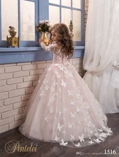 Butterfly Flower Girls Dresses 2017 Pentelei with Long Sleeves and Crew Neck Appliques Blush Pink Little Girls Prom Gowns