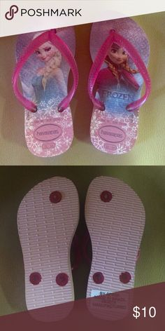 """Toddler Havaianas """"Frozen"""" theme Just got in the mail today and my daughter doesn't like them. Worn only in the house for about an hour tops. Size 9, eur 25/26 Havaianas Shoes Sandals & Flip Flops"""