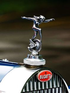 Bugatti Hood Emblem and Badge. On a par or even better than the Roll… Bugatti Hood Emblem und Abzeichen. Gleichwertig oder sogar besser als der Rolls Royce Spirit of Ecstasy. Car Badges, Car Logos, Retro Cars, Vintage Cars, Auto Volkswagen, Car Hood Ornaments, 1959 Cadillac, Radiator Cap, Automobile