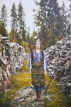 Learn more about Romanian culture during your trip through this amazing country! - Leer meer over de cultuur van Roemenië door je reis door dit geweldige land! Romania People, Traditional Skirts, Romanian Girls, Visit Romania, Modern Gypsy, Beauty Around The World, We Are The World, Shirt Skirt, Character Inspiration