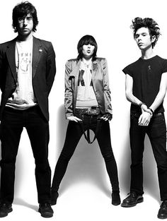 Yeah Yeah Yeahs.... I dream and this band is the soundtrack