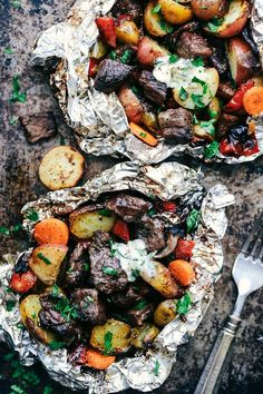 20 Foil Packet Dinners Perfect for Fall: Butter Garlic Herb Steak Foil Packets Oxtail Recipes, Steak Recipes, Grilling Recipes, Cooking Recipes, Healthy Recipes, Campfire Recipes, Campfire Food, Salmon Recipes, Healthy Meals