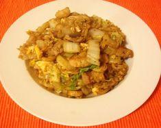 Gebakken rijst met Chinese kool. Een heel simpele versie van een nasi. Dit eenpersoons gerecht is gemaakt met rijst, speklapjes, champigons en Chinese kool.