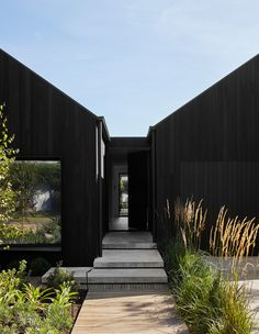 Australian Architecture, Australian Homes, Beautiful Architecture, Interior Architecture, Exterior Design, Interior And Exterior, Modern Barn House, Architectural Elements, Black House