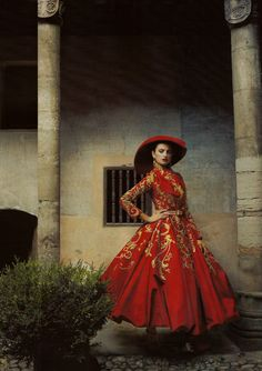 'Made in Spain', Penelope Cruz by Annie Leibovitz, Vogue US December 2007.  Christian Dior Fall Winter 2007 Haute Couture