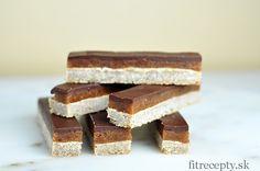 Máte radi sladké tyčinky? Potom vyskúšajte túto zdravšiu alternatívu –jednoduché a výživné karamelovo-čokoládové tyčinky bez múky.Skúste vymeniť komerčnésladkosti scukrom a stuženým tukom za tieto tyčinky bez rafinovaného cukru, plné kvalitných surovín a zdraviu prospešnýchtukov.Chutia naozaj fantastickya v priereze vyzerajú dokonalo! Ak doma nemáte mandľové maslo, nižšie nájdete veľmi jednoduchý návodako si ho pripraviť. Prípadne ho […]