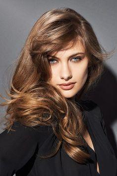 Cette année, on ajoute une touche de wavy à notre coiffure d'hiver. Franck Provost propose une coupe doux cuivrée spécialement pour les blonds vénitiens, les châtains et les roux....