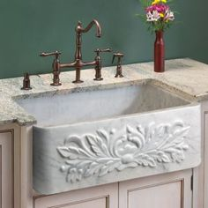 "24"" Natural Ivy Single Bowl Farmhouse Sink - Polished Carrara Marble"