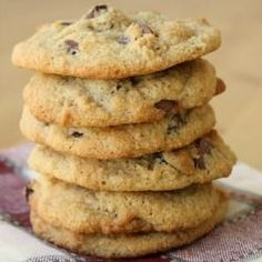 The Best Almond Flour Chocolate Chip Cookies – An all-time FAVORITE recipe! Cris… The Best Almond Flour Chocolate Chip Cookies – An all-time FAVORITE recipe! Crispy on the outside, soft on the inside and slightly buttery. Low Carb Desserts, Healthy Sweets, Gluten Free Desserts, Healthy Baking, Paleo Dessert, Low Carb Recipes, Dessert Recipes, Dinner Recipes, Healthy Recipes