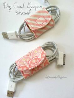 Tutorial: DIY Cord Keeper From Fabric Scraps I think I will do this just a bit different. I want to have the cord keeper attacked and not so big. Each cord will get its own. Sewing Hacks, Sewing Tutorials, Sewing Crafts, Sewing Tips, Teen Sewing Projects, Sewing Ideas, Sewing Art, Art Tutorials, Diy Projects