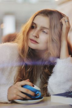 Portrait of a girl. Coffee and cafe. Lights. Photographer in Moscow