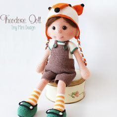 Ravelry: Fox Hat Theodore Doll pattern by Tiny Mini DesignTiny Mini Design: Amigurumi Uykucu Bebek ve Zencefilli Kurabiye :DTiny Mini Design: Cracker Girl Bunny Free Pattern- Part 2 ( Turkish and English Version)This pattern is the same as the bear hat. Mini Amigurumi, Amigurumi Doll Pattern, Amigurumi Free, Crochet Dolls Free Patterns, Crochet Doll Pattern, Doll Patterns, Easy Crochet Projects, Crochet Crafts, Diy Crochet