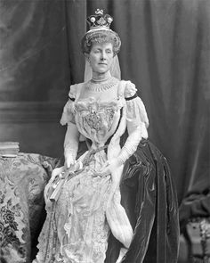 Charlotte Josephine, Marchioness of Winchester (d. 1924), née Howard by Lafayette 1902.