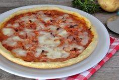 La pizza di patate senza lievito è una pizza gustosa, soffice e veloce da preparare proprio perchè non necessita di lievitazione.
