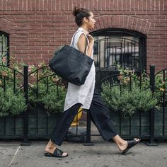 Culottes + clean lines make a city-chic #OOTD.