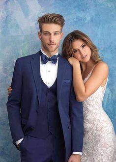 Prom Poses, Wedding Picture Poses, Wedding Couple Poses Photography, Wedding Portraits, Romantic Wedding Photos, Indoor Wedding Photos, Pre Wedding Poses, Wedding Couple Photos, Wedding Posing