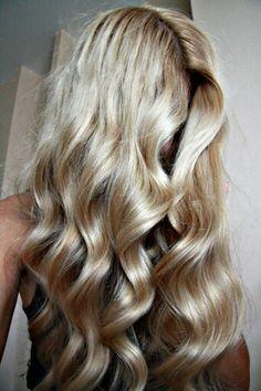 Love this wavy blonde hair. [ hairburst.com ] #blonde #style #natural