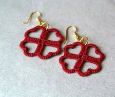 clover tatting lace earrings made in italy by Ilfilochiaro  I handtatted these dangle earrings using high quality 100% DMC cotton Babylo in red