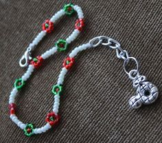 Daisy Seed Beads Bracelet , Red , Green & White Hnadmade Christmas #Handmade #Beaded