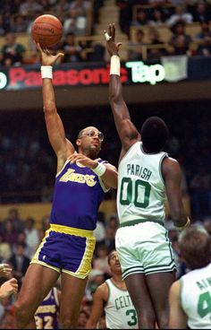 Magic Johnson was entering the prime of his career during the season. The Lakers' high-powered offense was coined 'Showtime' for its flashy style filled with dazzling dunks. Kareem would notch ano I Love Basketball, Basketball Pictures, Basketball Players, Magic Johnson, Showtime Lakers, James Worthy, Kareem Abdul Jabbar, Nba Playoffs, Basket Ball