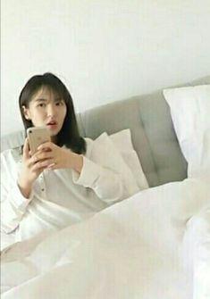 Fucking godddd i love her 😭😭😭 Olaf, Red Velvet Photoshoot, Kpop Girl Groups, Kpop Girls, Wendy Rv, Velvet Wallpaper, Wendy Red Velvet, No Name, Seulgi