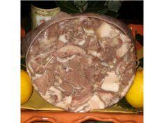 Soprassata Toscana si ottiene dalle teste, lingue, cotenne del suino messe a cuocere in acqua. A cottura ultimata si sminuzza la carne e si amalgama con sale, pepe, spezie, aglio, rosmarino tritato, scorza di limone o arancio. Il tutto si insacca in un contenitore circolare di fibra di Juta; si lascia raffreddare per poi servirla affettata. Il colore varia dal rosa intenso al grigio, a seconda degli ingredienti utilizzati.