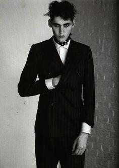 just love - really subtle Bd Fashion, Gothic Fashion, Mens Fashion, Dark Sider, Blazer Outfits Men, Goth Glam, Portrait Photography Men, Goth Boy, Vintage Goth