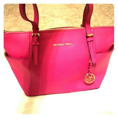 Authentic Michael Kors Handbag ●Price Firm● This is the perfect everyday tote in a gorgeous pink! Zip top! MICHAEL Michael Kors Bags Shoulder Bags