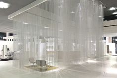 The KriskaDECOR curtain company located in Tarragona created a set of curtains that offer an effect similar to that of rain through a series of metal chains.