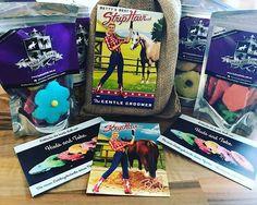 Wir haben gerade ein RIESEN Paket von unseren Freunden von @pferdefaible bekommen! Pferdefaible sponsort drei komplette Striphair-Sets und viele viele bunte Leckerlies für die Teilnehmer des Hamburg Cups! Vorbeikommen lohnt sich! 💕#horses #horsesofinstagram #equestrian #unboxing @striphair @hudsandtoke