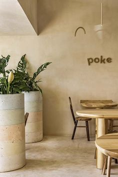 Stripy concrete planters punctuate Maku poke bowl restaurant in Cancun – ThePins Restaurant Interior Design, Interior Design Studio, Wooden Cafe, Cafe Exterior, Wooden Table And Chairs, Tulum Hotels, Concrete Planters, Wall Planters, Succulent Planters