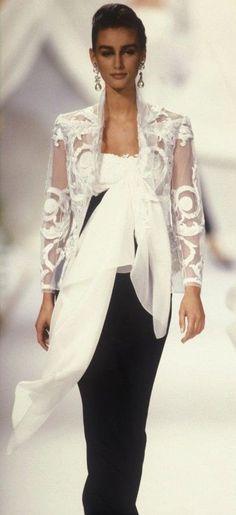 Dior by Gianfranco Ferre Fashion show John Galliano, Dior Haute Couture, Dior Fashion, Runway Fashion, Beautiful Gowns, Beautiful Outfits, Vintage Couture, Vintage Fashion, Gianfranco Ferre