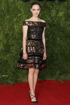 Amanda Seyfried wearing Oscar de la Renta - Tony Awards 2015 red carpet pictures | Harper's Bazaar