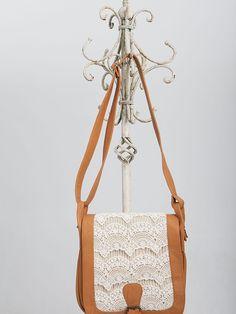 Lounge.cl :: Carteras Leather Shoulder Bag, Shoulder Bags, Clothes Horse, Bucket Bag, Vintage Fashion, Take That, Diy Bags, Handbags, Purses