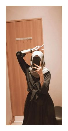 If you too in search about be beautiful than now, then you are at right place! you can see everything about makeup and beauty, just keep it! Ootd Hijab, Girl Hijab, Hijab Chic, Hijab Casual, Best Photo Poses, Girl Photo Poses, Girl Photos, Aesthetic Korea, Aesthetic Girl