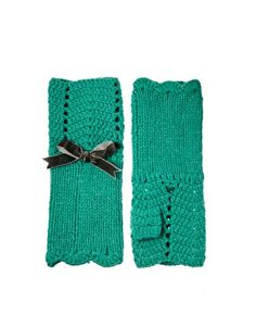 Combination of knitted + crochet gloves.