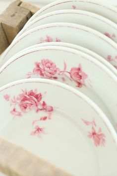 vintage white limoges plates with pink roses Love Vintage, Vintage China, French Vintage, Antique China, Rose Cottage, Shabby Cottage, Shabby Chic, Cottage Chic, Cottage Style