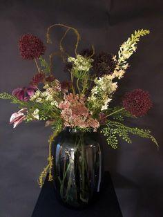 Kunst bloemen boeket Mila - IDuMM Shop Glass Vase, Sport, Home Decor, Deporte, Decoration Home, Room Decor, Sports, Home Interior Design, Home Decoration