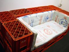 19 Ideas Milk Crate Furniture Diy For 2019 Milk Crate Bench, Milk Crate Furniture, Milk Crate Storage, Crate Bed, Kids Room Furniture, Crate Shelves, Couch Furniture, Upcycled Furniture, Plastic Milk Crates