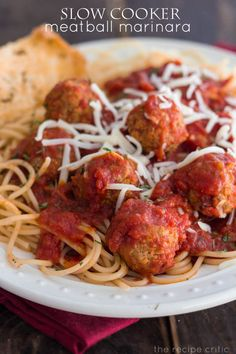 Slow Cooker Meatball Marinara at http://therecipecritic.com