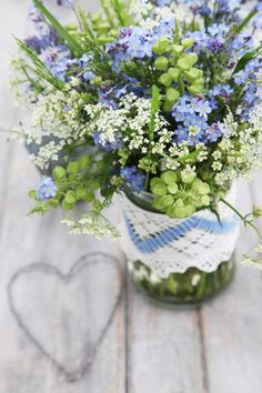 Love the matching doily tied around the vase